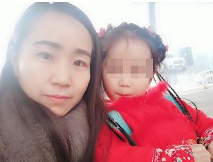 """武汉单亲妈妈带娃开出租 和孩子在车上过春节"""""""