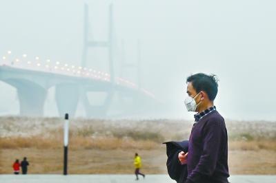 雾霾来袭今明注意防护 武汉双休降雨不降温(图)
