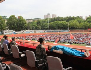 中部战区总医院急救知识进校园 3月培训3万师生
