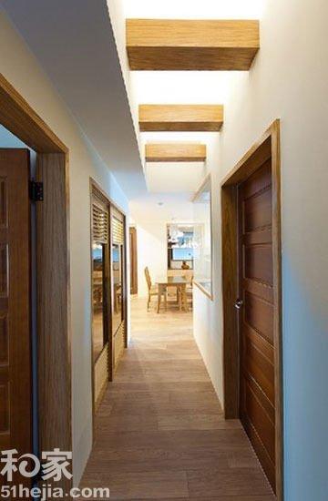 老屋翻新 浅色木地板演绎休闲风