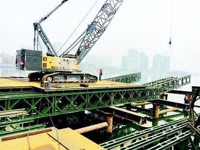 襄阳庞公大桥南岸至江心桥墩栈桥搭建完成(图)