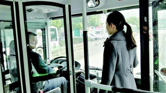 武汉500辆独立驾驶室公交车上线 行车稳空间大
