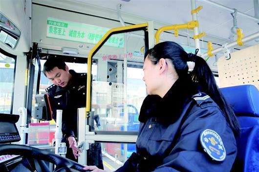 襄阳公交车将加装安防门 1300余台车驾驶区隔离