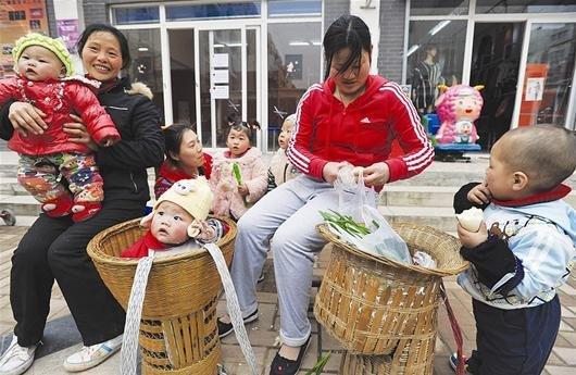 武汉升官渡母亲发型摘菜图片装在竹孩子里女孩街边发长发背篓直图片