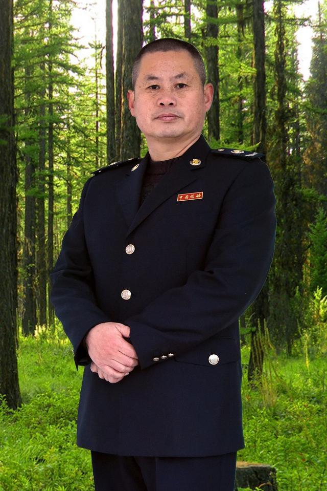 """汉江河畔守护神——托起生命的""""泳士""""昌俊峰"""