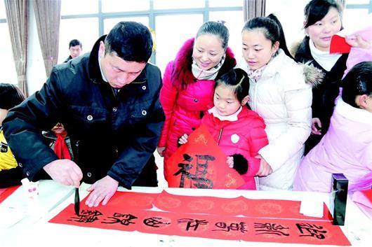 湖北书法名家教小学生写福