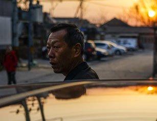 老人开专车为女儿治病 每单提前一公里结算