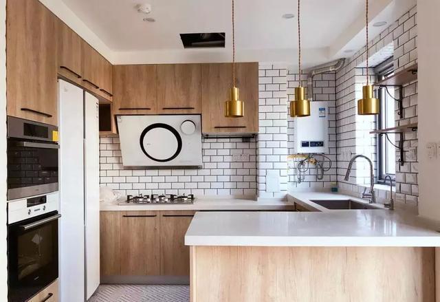 原木色橱柜 让厨房自然大方