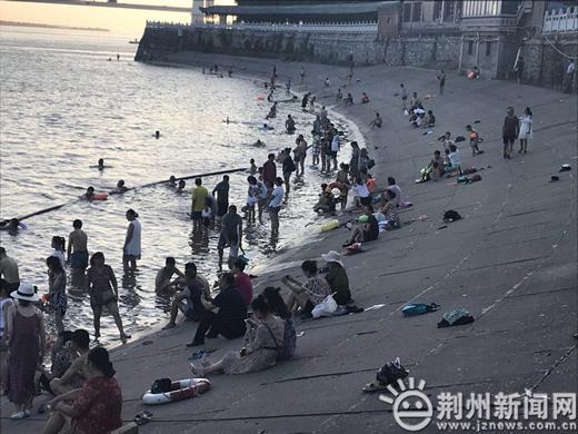荆州蓝天救援队正在筹备中 遇人溺水请这样做