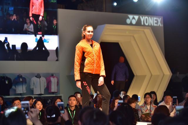 武汉上演运动风T台秀 羽球最新科技产品亮相