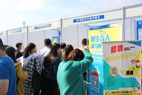 武汉都会职业学院举办2018年秋季大型雇用会