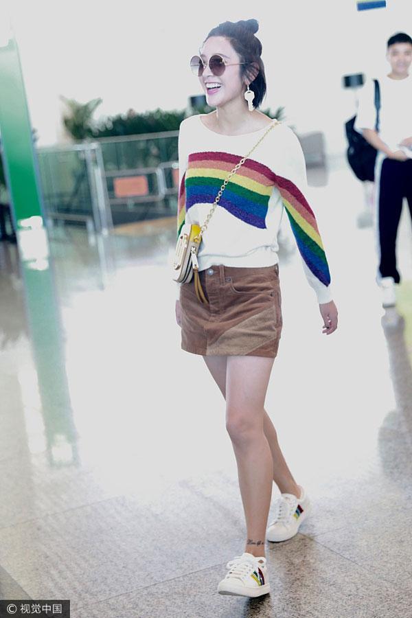 唐艺昕机场街拍(图片来源:CFP)