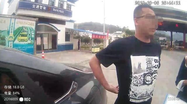宜昌一男子无证驾驶被查后谎报姓名 又矢口否认