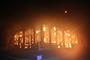 随州一600余年砖木结构古楼突发大火 现场浓烟滚滚