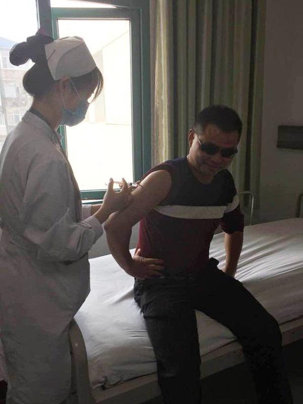 武汉小伙放弃项目监理事情 捐骨髓救两岁女童