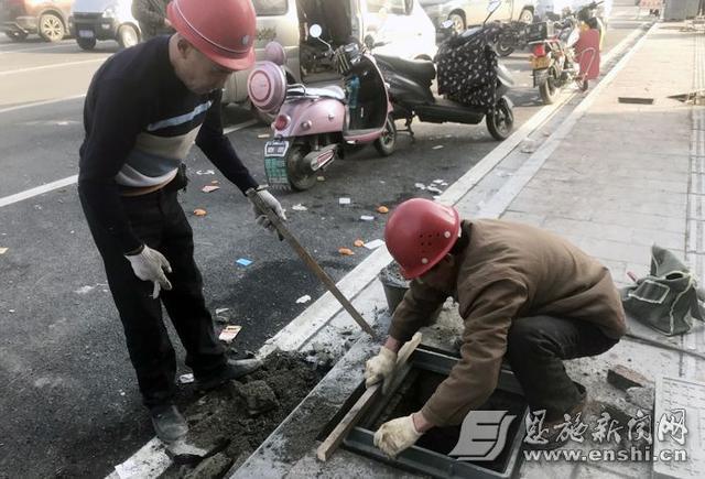 恩施金山大道17个窨井盖全部修复 行人勿入施工区