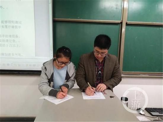 老师与学生签课堂合同:上课不迟到 不玩手机