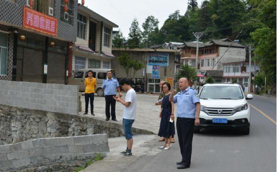 咸丰交警加强生命防护工程建设 逐一排查隐患