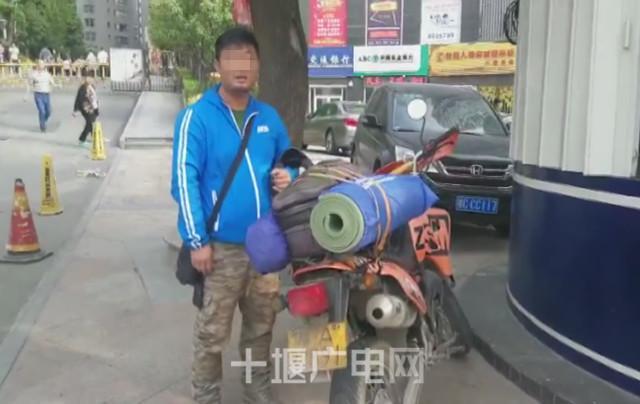 小伙无证驾驶报废摩托车自驾游 刚到十堰就被