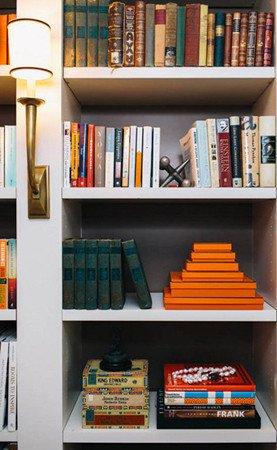 设计重点:层次感   点评:书柜间隔虽然简单,但是发挥着强大...