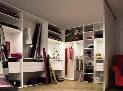 敞开式衣柜的好处是一目了然,最好将衣物等按照色系划分,这样视觉上会图片