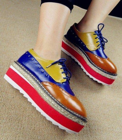 时下最流行的鞋子,莫过于时尚厚底鞋了,几乎所有MM人脚一双.-苹