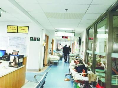 9年前,湖北省人民医院肿瘤科只有40张床位,还住不满;现在有365张病床,常年收治500个肿瘤病人,走廊加床成常态。