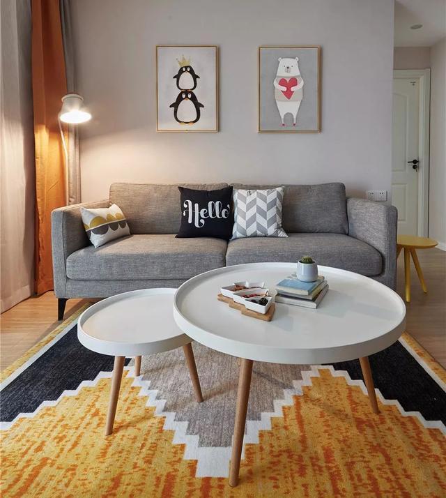 取而代之的是白色成品玄关矮柜,矮柜上摆着欧式风格的手提风灯和北欧图片