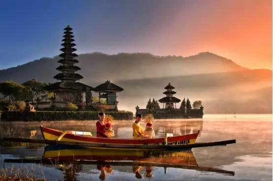 巴厘岛(bali)是印度尼西亚上万个岛屿中最耀眼的一个,集合了火山,海滩