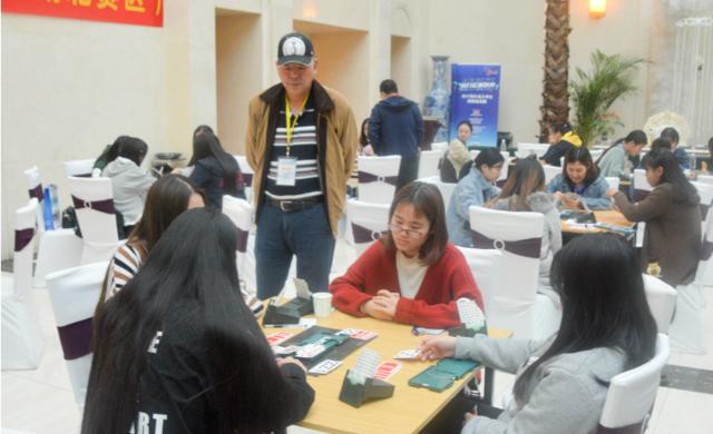 2017中国大学生智力运动联赛在武汉启动 12所高校110名大学生比拼牌技