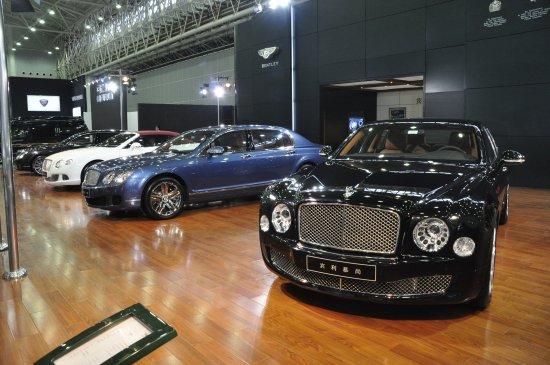 宾利家族中最具代表性的车型,它们代表了宾利当代最强势的产高清图片