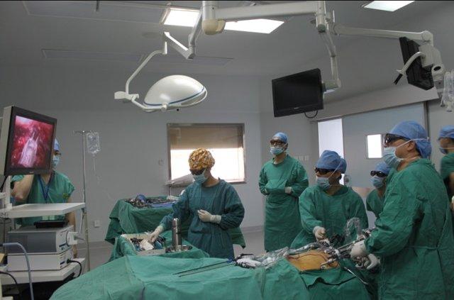 武汉完成中南地区首例3D腹腔镜前列腺癌根治
