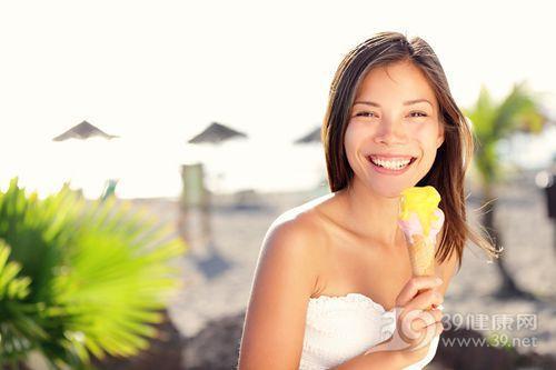 青年 女 冰淇淋 海邊 夏天 椰子樹_13101067_xxl