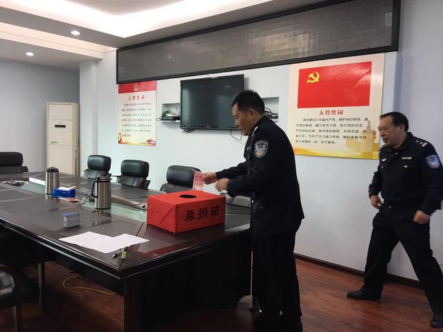 潜江市交警支队开展爱心捐款活动 助力精准扶贫