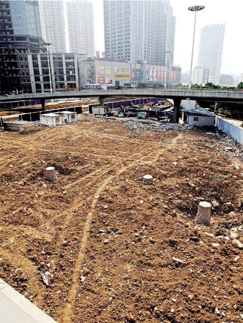 武汉超八成工地长年土裸露居民称不敢开窗
