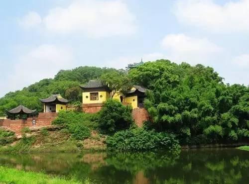 当人们想到黄州时还能想起当年苏轼在赤壁怀古的情景,然而当人们