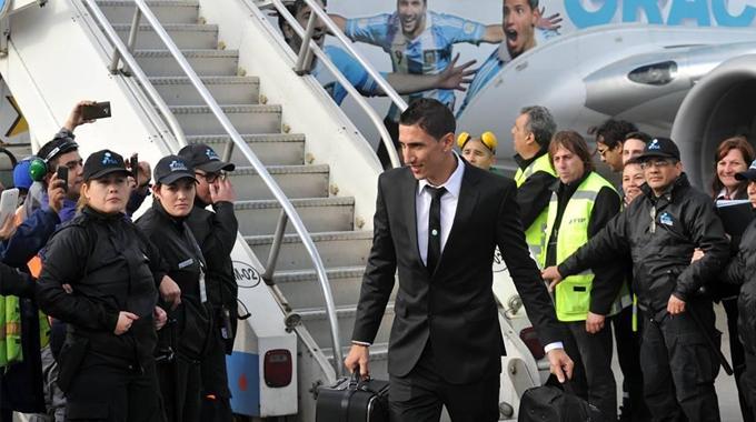 高清:阿根廷回国受球迷热捧 总统亲迎英雄