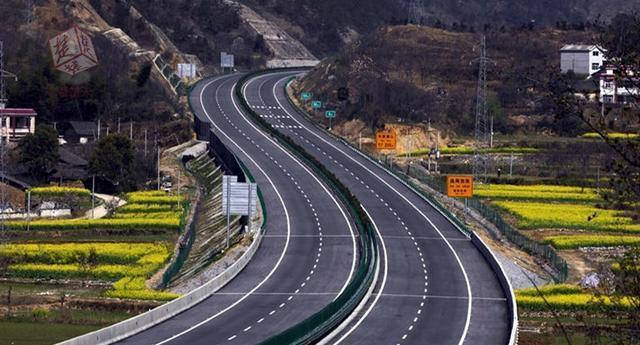 湖北普通公路开通7条ETC车道 与高速互联互通