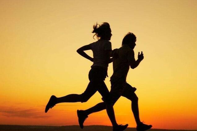 跑步爱好者酒后跑步回家路上身亡 家属起诉11人