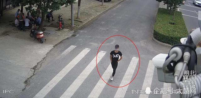 襄阳一男孩持刀抢劫路人 5小时内被警方抓获