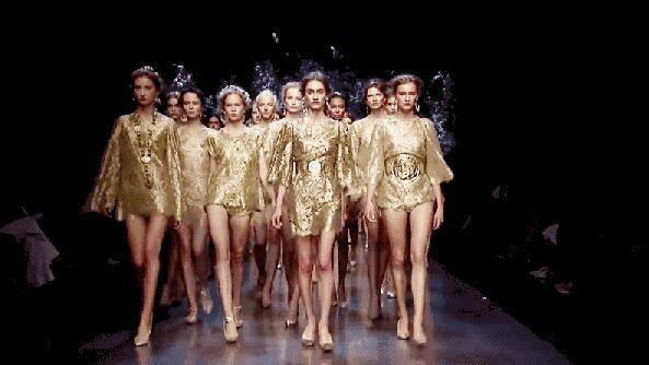 引爆新年的第一场模特秀 泛悦mall SHOW TIME
