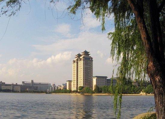湖畔书香 武汉高校名湖游览推荐