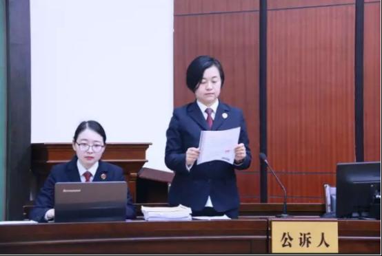 今日仙桃市民政局一干部妻子受贿案开庭审判