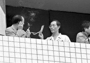 """室内公共场所禁烟 武汉首亮禁烟""""黄牌""""(图)"""