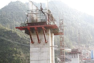 鹤峰跳鱼坎大桥施工正酣 桥墩建设已完成80%