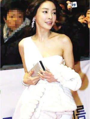 香港电影TVB资深龙套演员工作20年勉强养家糊口今转行当工人