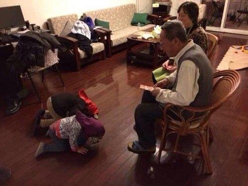 刘烨混血女生拜年喜欢戴子女帽跪地萌范足还你虎头却说磕头不图片