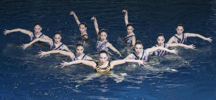 这组毕业照拍出一届奥运 金刚芭比和软妹子亮瞎眼