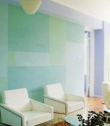 手绘墙画图案:几个简单的字母排列在墙面上,还是用纸先贴然后围着纸
