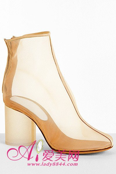 裸色透视的粗圆柱跟短靴,白色的鞋跟,优雅又性感,打造不一样的时图片